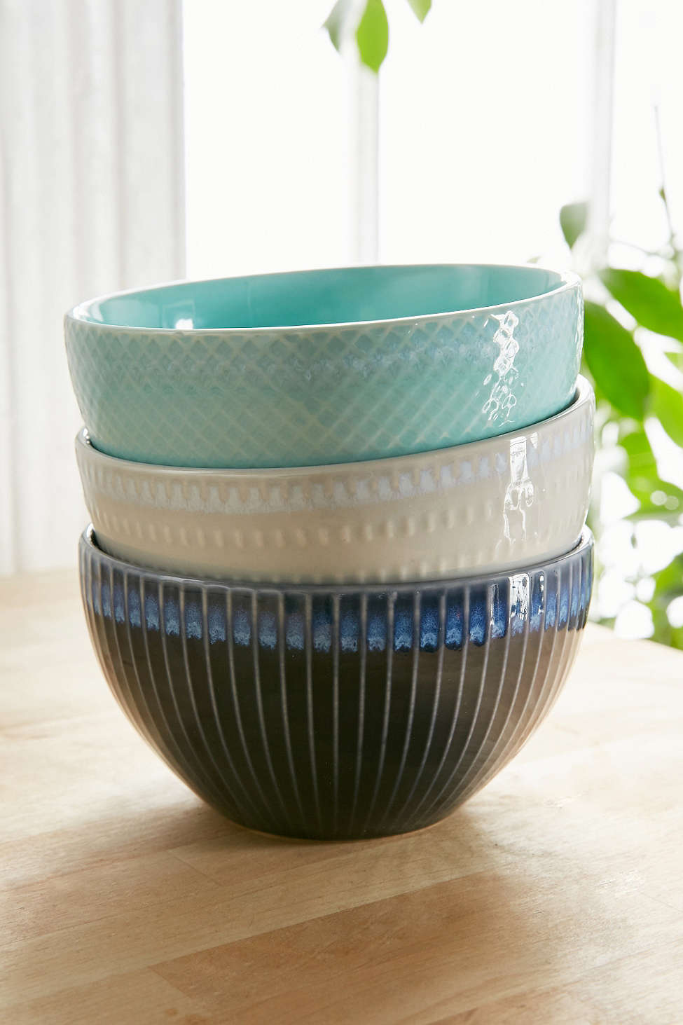 Ceramic-bowls-from-Urban-Outfitters