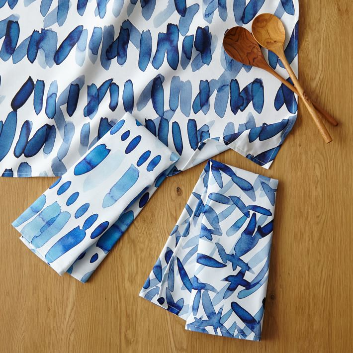 Watercolor-patterns-on-kitchen-and-dining-linens
